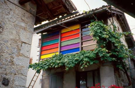 """""""Stazione di Topolò"""" Grimacco (Udine).  Installazione: pannelli in massonite, vetri colorati, pigmenti.  <em>dimensioni varie</em>"""