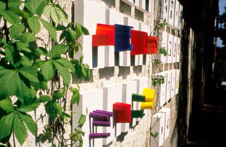 """""""Arte Come"""" Romans d'Isonzo (Gorizia).  Installazione: cemento, polistirolo, pigmenti colorati.  <em>dimensioni varie</em>"""
