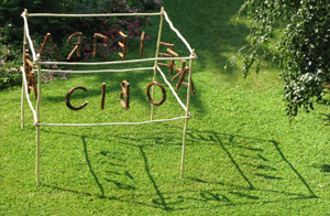 """<p style=""""text-align: justify;"""">""""<strong>Parola come seme</strong>"""" è uno dei 5 progetti selezionati da Fondazione Triulza (Padiglione Società Civile in Expo Milano 2015) e Associazione Arte in Cascina nell'ambito della promozione della Land Art internazionale in seno alle manifestazioni per Expo 2015, presso la Scuola Agraria del Parco di Monza, Cascina Frutteto.</p> <p style=""""text-align: justify;"""">Installazione:legni di robinia,nocciolo, salice, corda di canapa, filo di acciaio, piombini e filo di ferro.</p> <p style=""""text-align: justify;""""><em>dimensioni 250 cm x 250 cm e variabili</em></p> <p style=""""text-align: justify;"""">opera realizzata con G. Vazza</p>"""